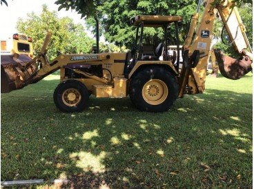 2000 JOHN DEERE 710 BACKHOE LOADER